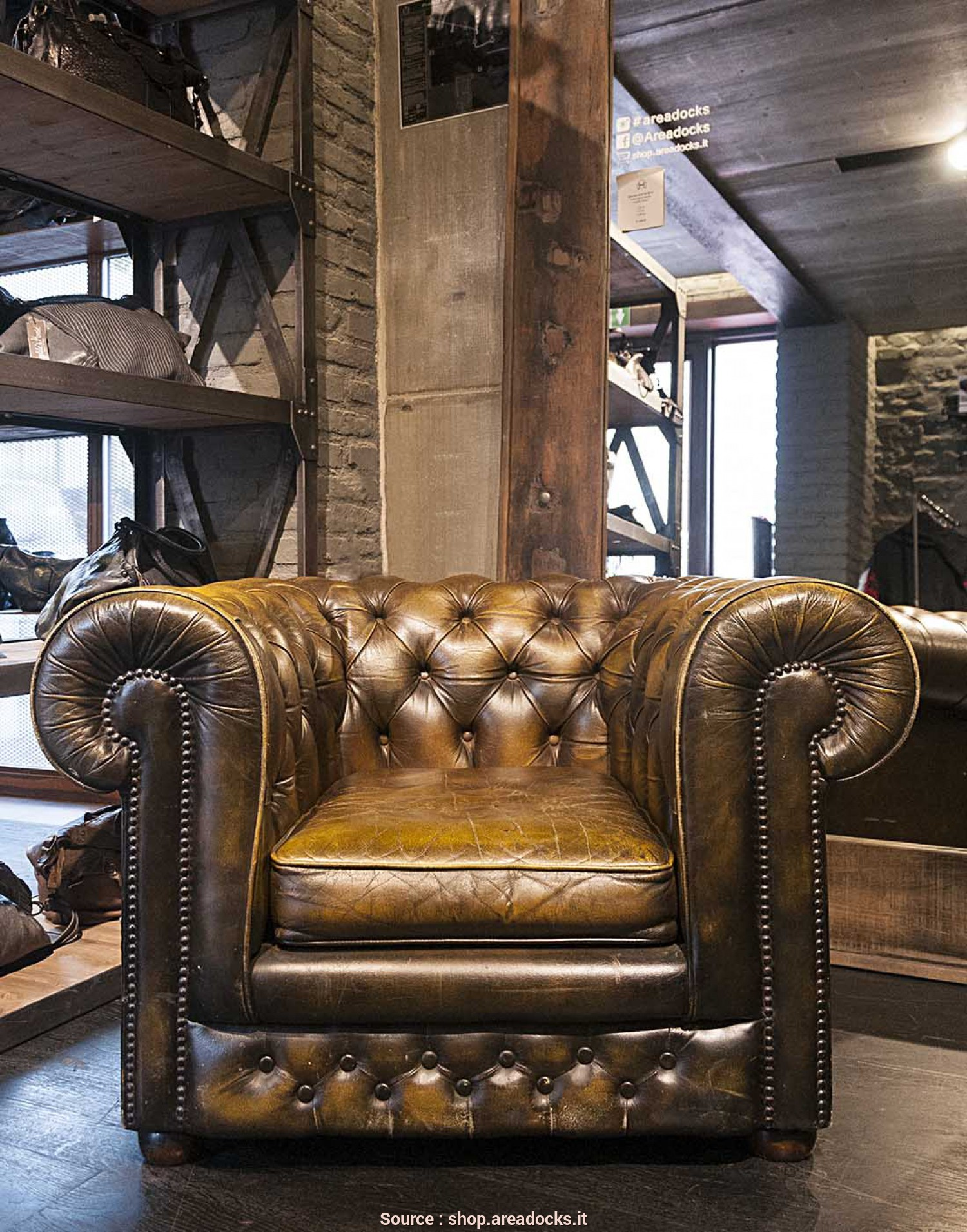 Poltrone Chesterfield Vintage, Affascinante AREADOCKS RESEARCH Chester Chesterfield Armchair Vintage Brown