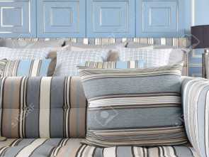 divano a righe bianche e blu Light blue, light brown striped sofa, with classic blue wall Stock Photo, 47676066 Deale 5 Divano A Righe Bianche E Blu