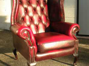 Divano Bordeaux Usato, Originale Divano Chester Usato. A Fine Grain Leather With An Antique Look