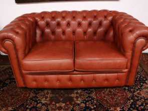 Divano Chesterfield Epoca, Stupefacente Divano Chesterfield Chester Inglese 2 Posti Color Albicocca / Pelle / Leather