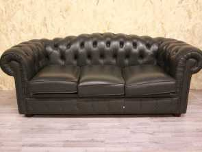 Divano In Inglese Reverso, Eccezionale 3 Seater Chesterfield Sofa In Original Green Leather Made In The