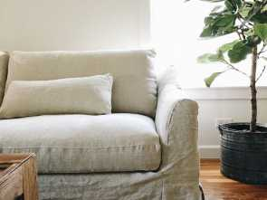 Divano Shabby Chic Ikea, Magnifico Rustic Shabby Chic Vibes,, White Farmhouse Blog Updated, IKEA Färlöv Sofa With A Bemz Cover In Natural Brera Lino Linen, Natural Coloured